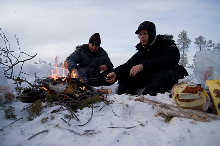 Mr Alabama and Mr Yankee makes warm sandwiches over the camp fire.