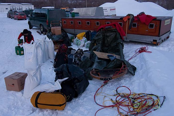 Ritsem. We try to find room in the sledges for all the equipment and dog food.
