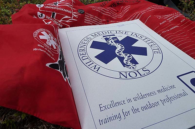 Everybody got a smart bandanna with a print that helps you remind what to do in an emergency situation.