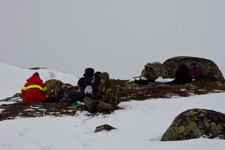 A little chilly lunch break in the wind between Sitojaure and Saltoluokta.