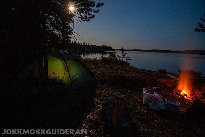 Night camp with a campfire. Tallholmen in lake Purkijaure.