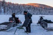 Utfodra renar Jokkmokk Lappland. Bild tagen på turen: Följ med samiska renskötare i deras dagliga arbete