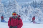 Frost i hår och skägg en kylig dag på hundspannturen Hundspannsäventyr och norrskensnätter