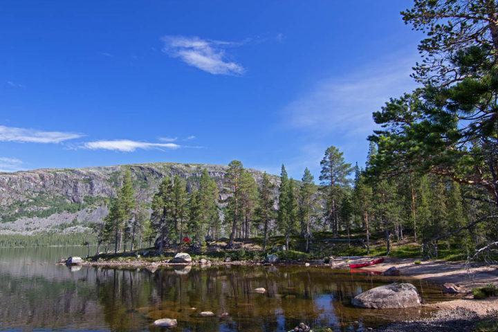 Tältplats udde i Karats. Kanotäventyr i Pärlälvens Naturreservat.